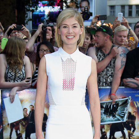 Rosamund Pike in Victoria Beckham white dress, The World's End premiere