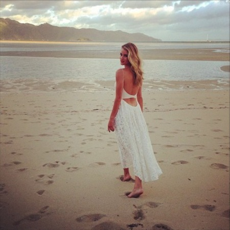 Rosie Huntington-Whiteley wears floaty white dress
