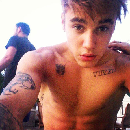 Justin Bieber uploads another shirtless selfie to Instagram