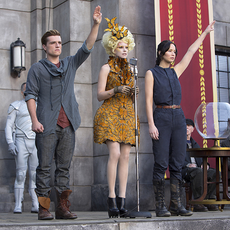 Elizabeth Banks wears Alexander McQueen in The Hunger Games: Catching Fire still