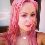 Fearne Cotton shows off post-pregnancy pink hair