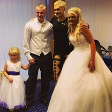 Jessie J sings at couple's wedding