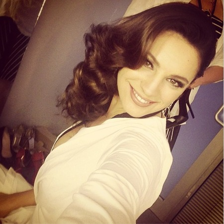 Kelly Brook does glossy curls for Lynx