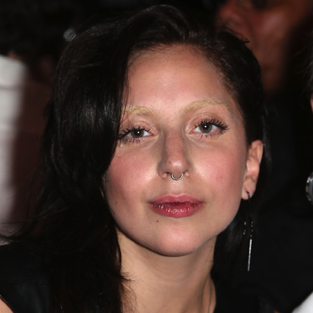 Lady Gaga bare faced, bleached eyebrows