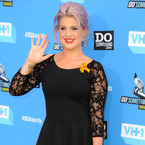 Kelly Osbourne does ladylike lace in classic LBD