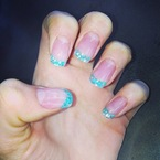 NAIL ART: Jessie J rocks glittery green French tips