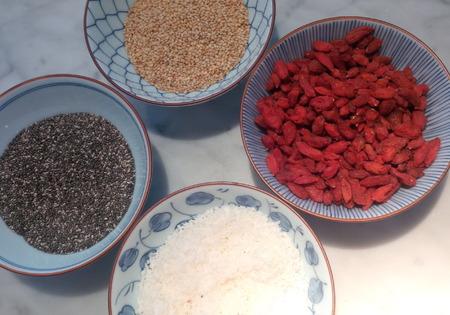 Raw energy balls coconut, raw cacao, almond