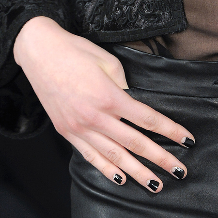 Black nails at Oscar de la Renta