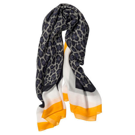 Stella McCartney designs scarves for cancer sufferers