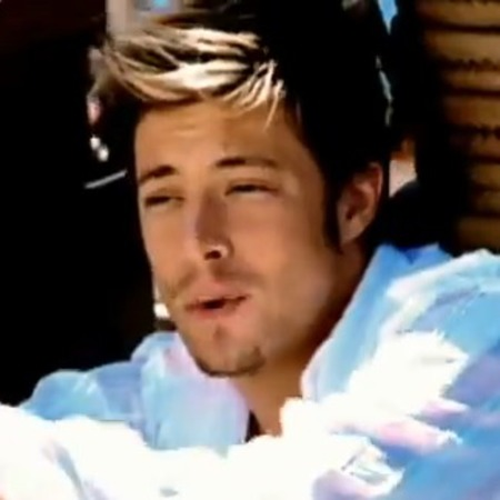Duncan James in Blue's 'U Make Me Wanna' video