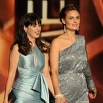 Emmys 2013: Zooey and Emily Deschanel are beautiful in blue