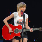 Taylor Swift announces UK tour for February 2014
