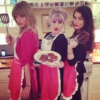 Taylor Swift & Kelly Osbourne get their bake on