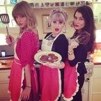 Taylor Swift & Kelly Osbourne get their bake on