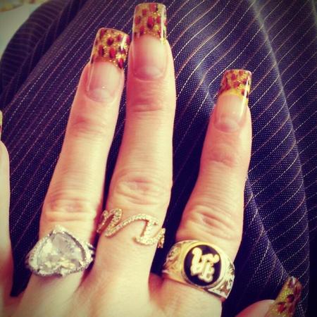 Gwen Stefani Nail Art Gold
