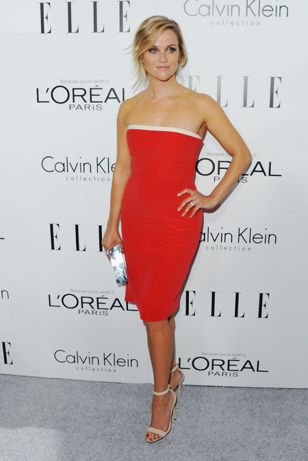 Reese Witherspoon in a strapless dress