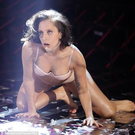 lady gaga - xfactor - venus - performance - naked - handbag