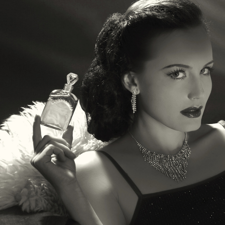 hollywood glamour - film noir - perfume - woman - handbag.com