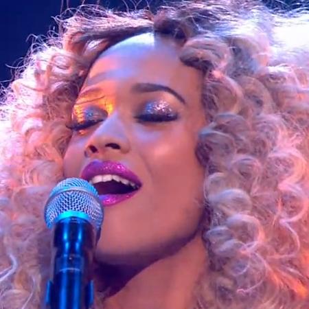 tamera foster - x factor disco week - pink glitter lipstick - makeup - handbag.com