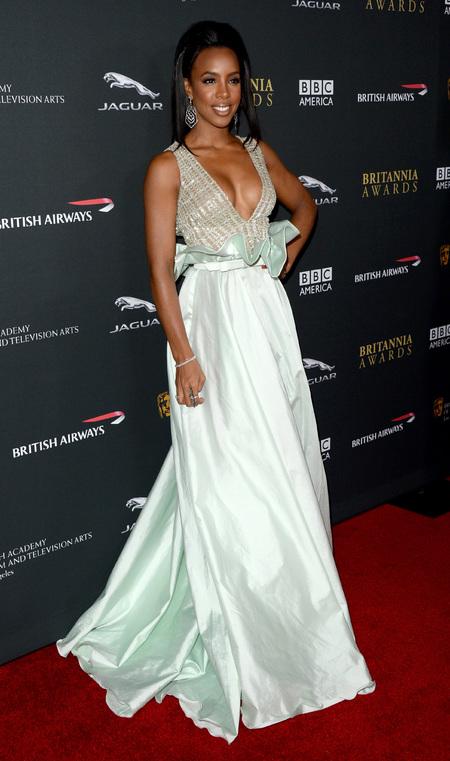Kelly Rowland - boobs - clevage - dress BAFTA LA Britania Awards - handbag.com