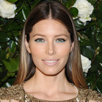 CELEBRITY TREND: Blue eye make-up for party season