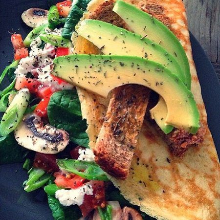 Avocado omlette - healthy girl Instagram - diet and fitness - handbag