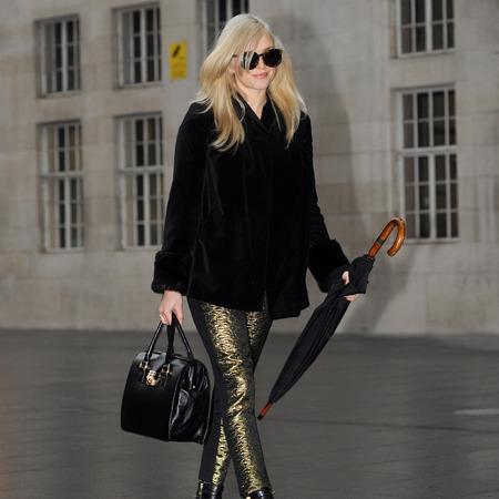 Fearne Cotton - black doctors handbag - celebrity style - handbag.com
