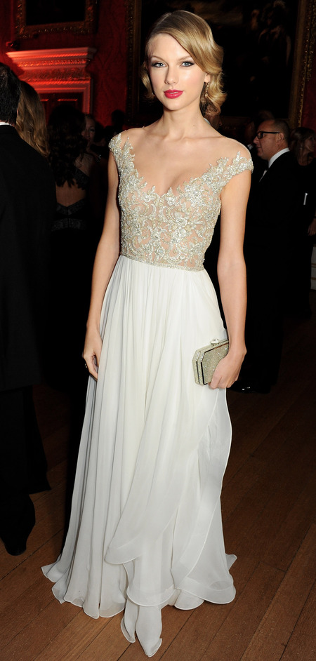 Taylor Swift in lace Reem Acra dress