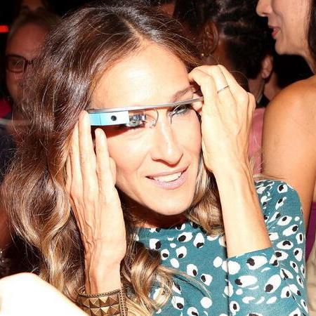 Sarah Jessica Parker wearing Google Glass - gadget news- handbagcom