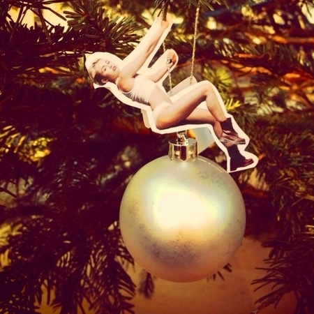 Homemade Miley Cyrus Christmas tree decorations - wrecking ball - christmas trends - christmas decorating ideas - celebrity news - Christmas - life - handbag.com
