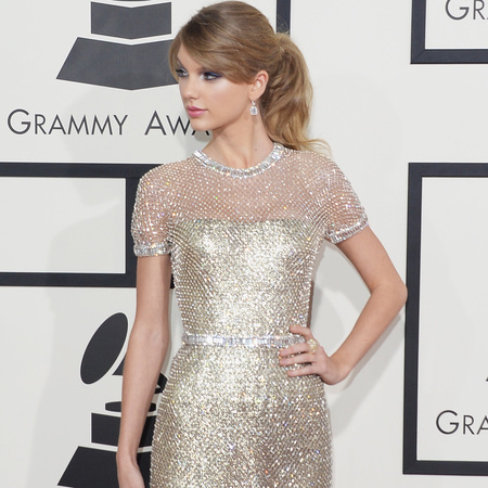 taylor swift at grammys 2014 - silver gucci dress - handbag.com