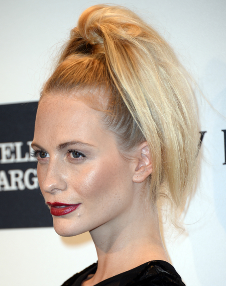 poppy delevingne 90s high ponytail hairstyle - red lipstick and flawless skin - 90s fashion and hairstyle trends - handbag.com