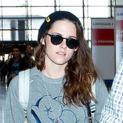 Kristen Stewart - airport - make up - fresh faced - handbag.com