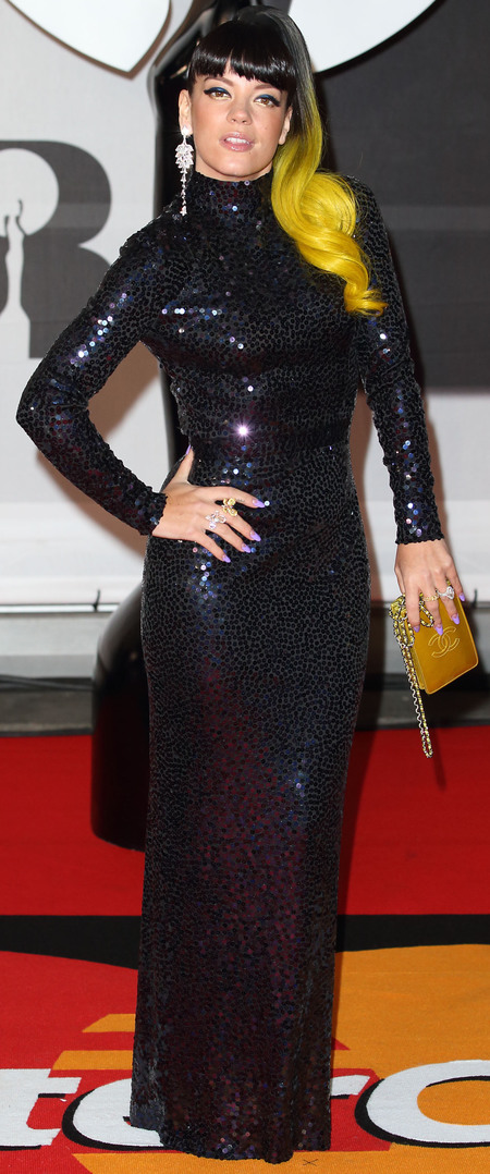 lily allen yellow hair at 2014 brit awards - smoky eye makeup trend - red carpet fashion trend - handbag.com