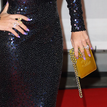 lily allen yellow hair at 2014 brit awards - smoky eye makeup trend - red carpet fashion trend - handbag.com
