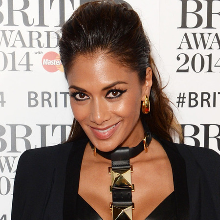 nicole scherzinger bondage style at brits 2014 - fierce eye makeup eyeliner - celebrity trends - handbag.com