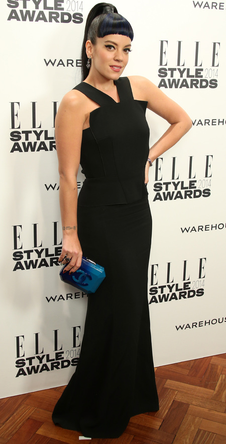 elle style awards - lily allen black dress and blue chanel clutch bag - celebrity fashion trend - handbag.com