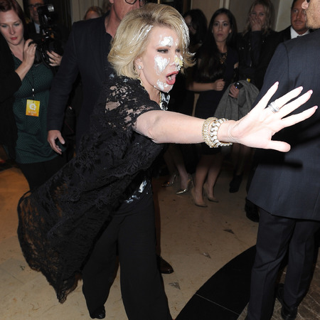 joan rivers gets attacked with cake on the red carpet - joan rivers with cake on her face - who threw cake at joan rivers - handbag.com