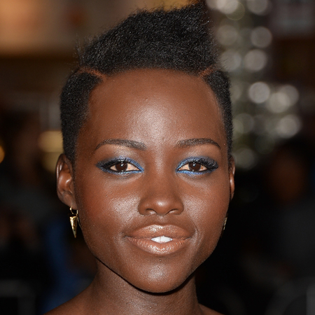 lupita nyongo makeup - blue eye shadow and eye liner - nude lipstick for black skin - handbag.com