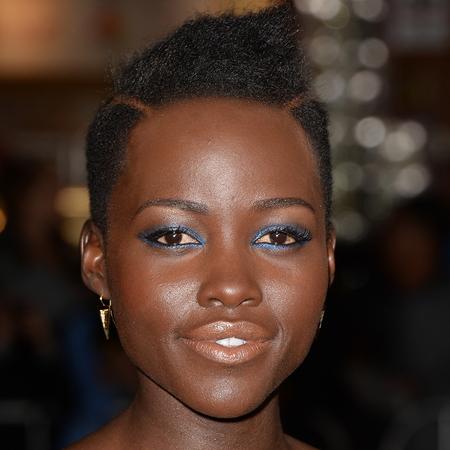 lupita nyongo makeup - blue eye shadow and eye liner - nude lipstick for black skin - handbag.com