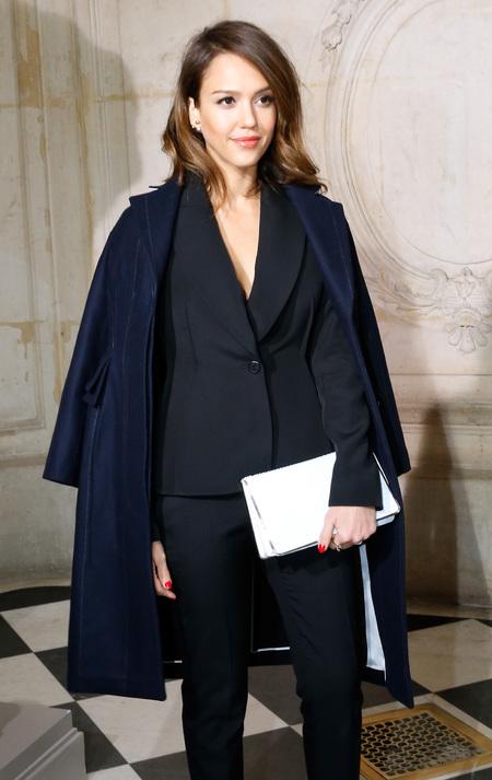 Jessica Alba's white Dior evening clutch