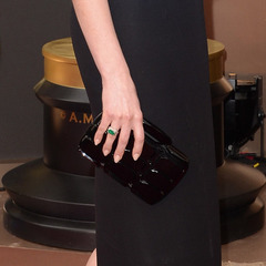 Anne Hathaway at the Oscars 2014 - Gucci bag - Oscars awards ceremony - actress at the Oscars 2014 - red carpet fashion - celebrity fashion and beauty - celebrity news - handbag.com
