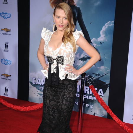 Scarlett Johansson - baby bump - pregnant - captain america premiere - handbag.com