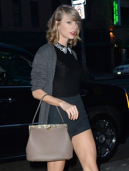 Taylor Swift - Dolce and Gabanna handbag - beige nude D&G bag - handbag.com