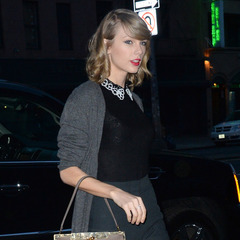 Taylor Swift - Dolce and Gabanna handbag - beige nude D&G bag - handbag.com