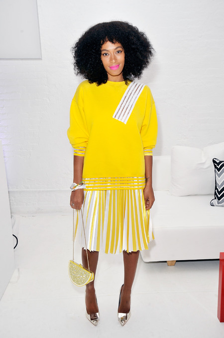 Solange Knowles carrying the Kate Spade lemon clutch - celebrities love a lemon clutch - shopping bag - handbag
