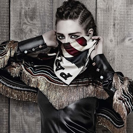 kristen stewart-chanel-metiers-d-art-paris-dallas-ad-campaign-karl-lagerfeld-autumn winter 2014-pictures-scarf over face-handbag.com