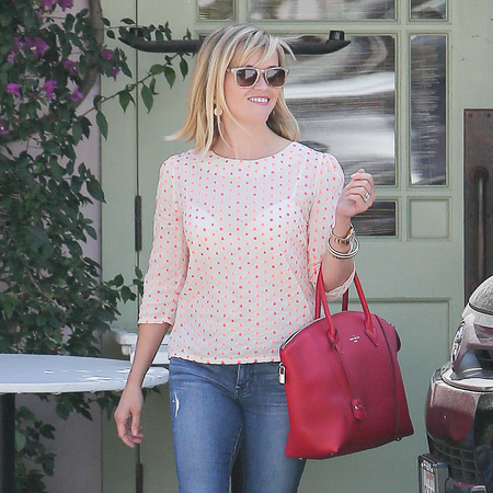 Reese Witherspoon carries new Louis Vuitton Lockit bag - new Louis Vuitton It bag - Spring Summer 2014 designer handbag trends - celebrity handbags - shopping bag - news - handbag.com