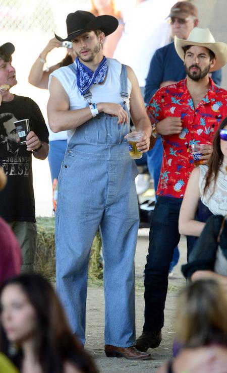 Ashton Kutcher in dungarees with pregnant Mila Kunis - celebrity couples - pregnant celebrities - babybag news - handbag.com