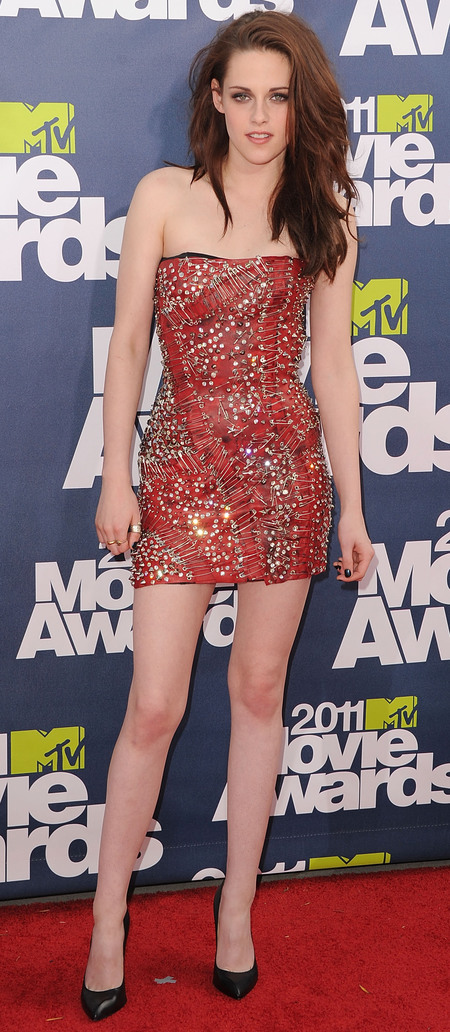 kristen stewart-safety pin dress-versace-red leather dress-mini dress-red carpet-handbag.com